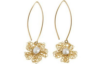 Flower shaped gold filled earrings with natural pearls [E4418]